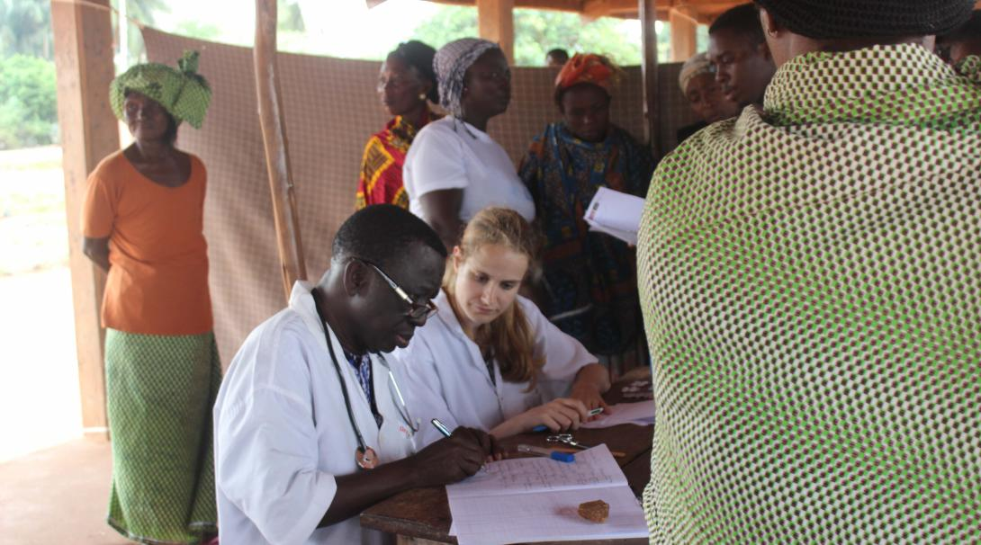 Projects Abroad volunteer doing an HIV/Aids internship in Ghana shadows a doctor during a counseling session.